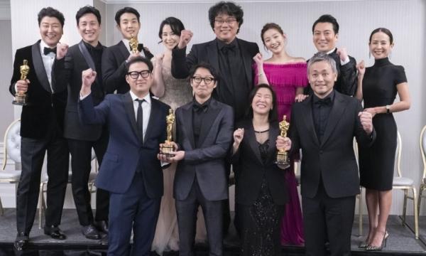 기생충의 봉준호 감독과 배우들 /연합뉴스